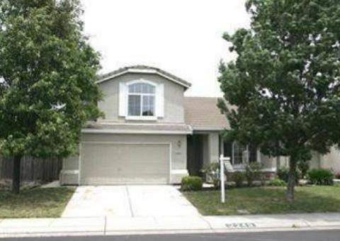 2 Story Home Close to Shopping and Freeway!!